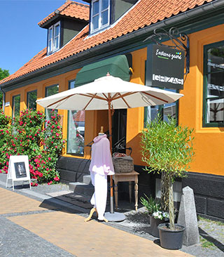 Textillita er et dejligt, vedbesøgt turistmål og grøn butik med et bæredygtigt mindset, som byder dig velkommen i de fysiske
