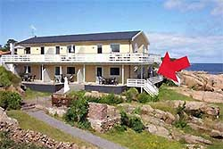 Bornholm-Sommerhaus-Ferienhus-Pension-Hotel-Camping    On the rocks